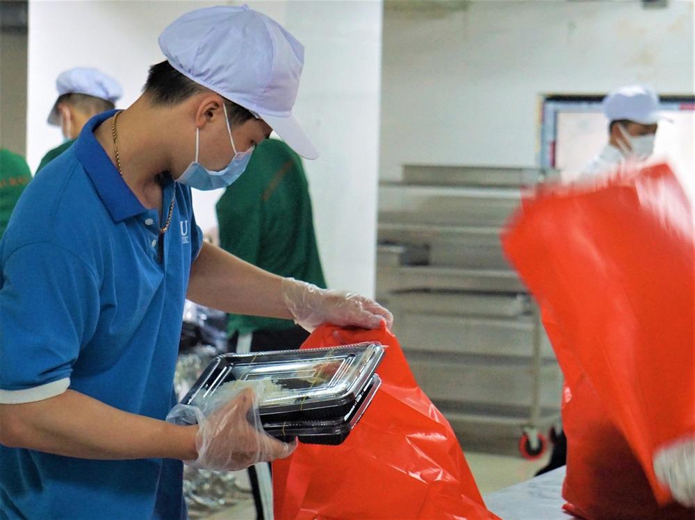 Người Đà Nẵng nấu hàng nghìn suất ăn VIP phục vụ miễn phí 3 Bệnh viện đang bị cách ly  - Ảnh 5.