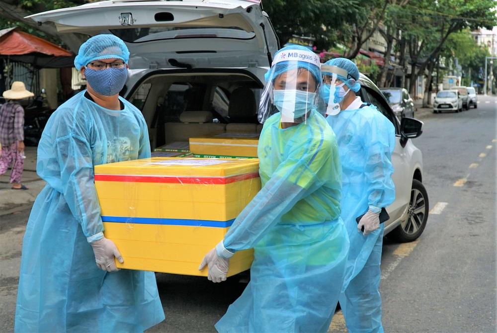 Người Đà Nẵng nấu hàng nghìn suất ăn VIP phục vụ miễn phí 3 Bệnh viện đang bị cách ly  - Ảnh 16.