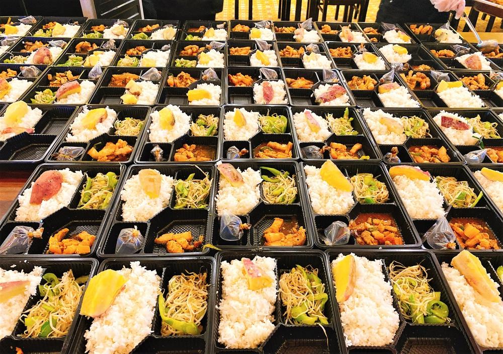 Người Đà Nẵng nấu hàng nghìn suất ăn VIP phục vụ miễn phí 3 Bệnh viện đang bị cách ly  - Ảnh 13.