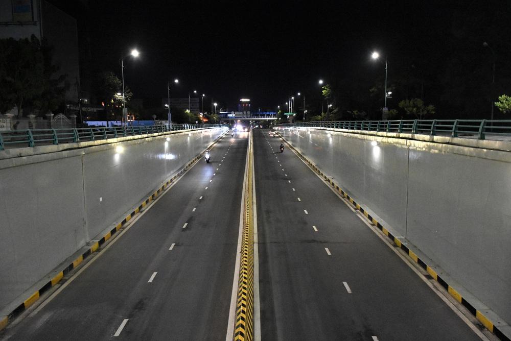 Những con phố lặng thinh trong đêm cuối tuần cách ly xã hội ở Đà Nẵng - Ảnh 15.