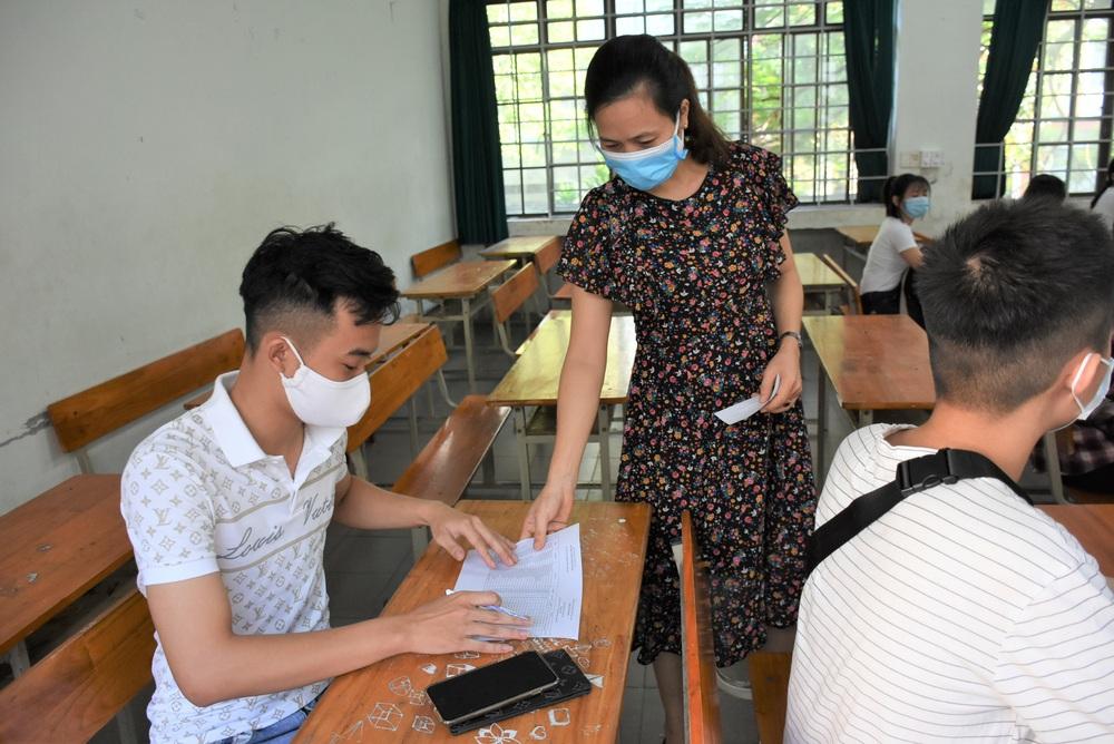 Ảnh: 11.000 sĩ tử ở Đà Nẵng được lấy mẫu xét nghiệm Covid-19 trước kỳ thi tốt nghiệp THPT 2020 đợt 2 - Ảnh 4.