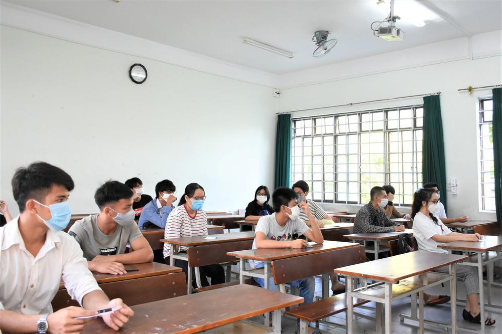 Ảnh: 11.000 sĩ tử ở Đà Nẵng được lấy mẫu xét nghiệm Covid-19 trước kỳ thi tốt nghiệp THPT 2020 đợt 2 - Ảnh 5.