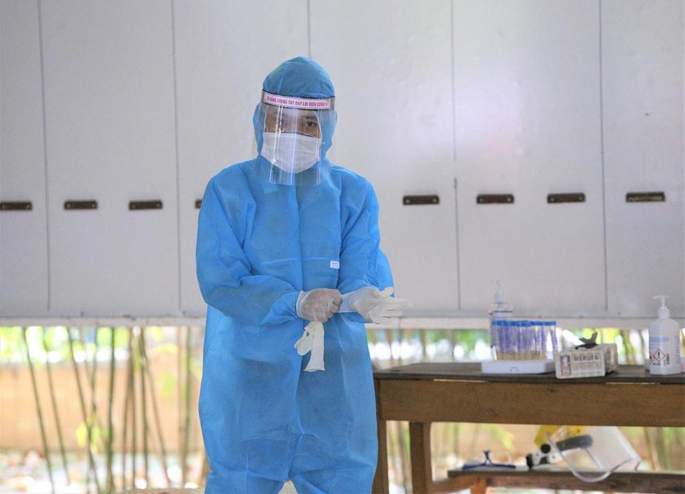 Ảnh: 11.000 sĩ tử ở Đà Nẵng được lấy mẫu xét nghiệm Covid-19 trước kỳ thi tốt nghiệp THPT 2020 đợt 2 - Ảnh 9.
