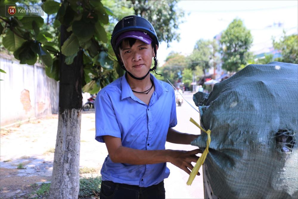Chàng trai 18 tuổi có trí nhớ 5 phút hơn 6 năm nhặt rác, xin ve chai để làm từ thiện ở Đà Nẵng - Ảnh 3.