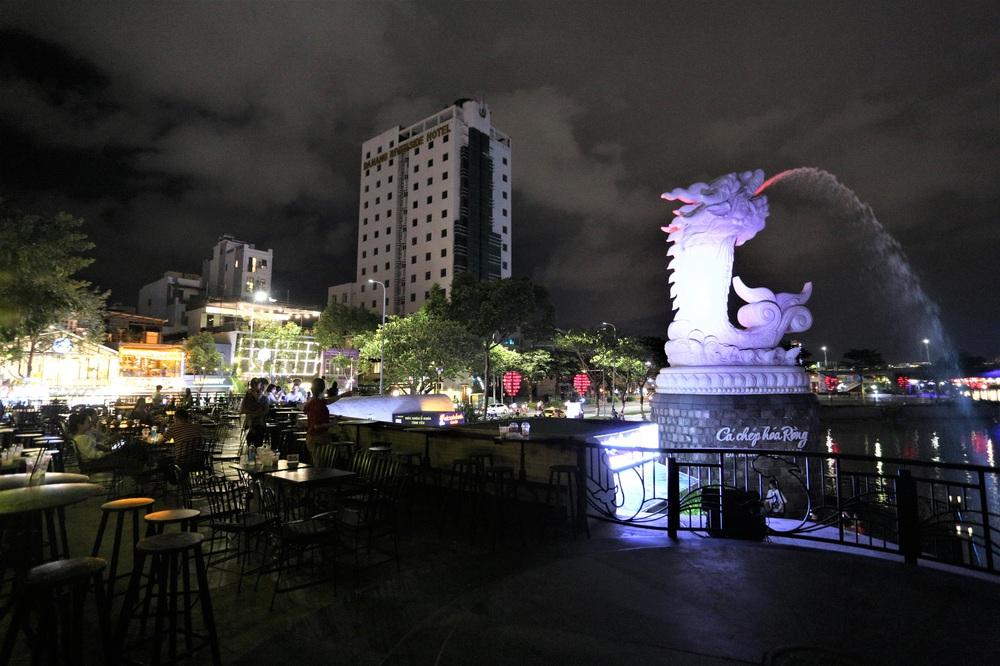 Phố xá, khu vui chơi ở Đà Nẵng nhộn nhịp trong đêm đầu tiên trở lại hoạt động bình thường - Ảnh 22.