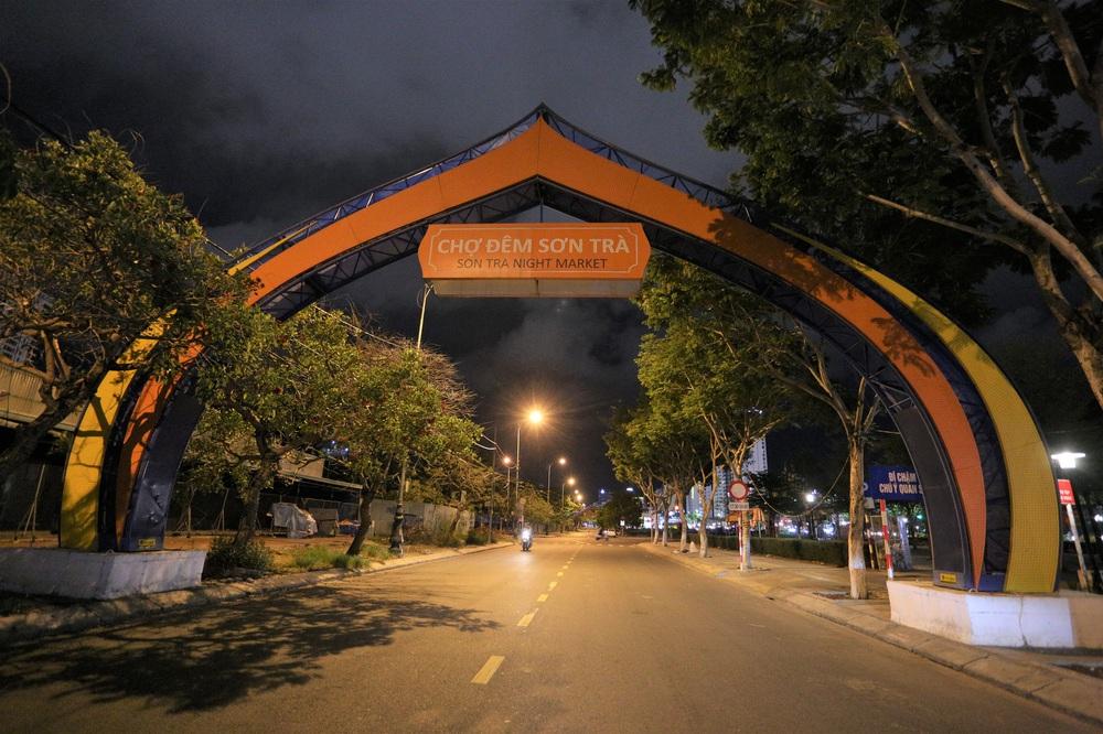 Phố xá, khu vui chơi ở Đà Nẵng nhộn nhịp trong đêm đầu tiên trở lại hoạt động bình thường - Ảnh 16.