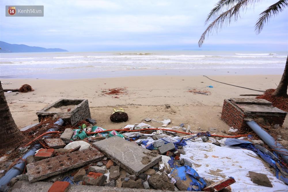 Ảnh: Cận cảnh bãi biển đẹp nhất hành tinh tan hoang, xơ xác sau bão số 13 - Ảnh 9.