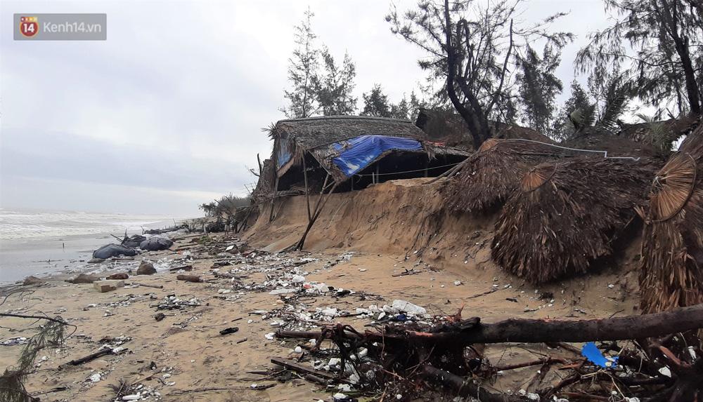 Người dân Hội An thẫn thờ nhìn bờ biển Cửa Đại, An Bàng tan hoang, hàng loạt căn nhà bị sóng biển nuốt chửng - Ảnh 19.