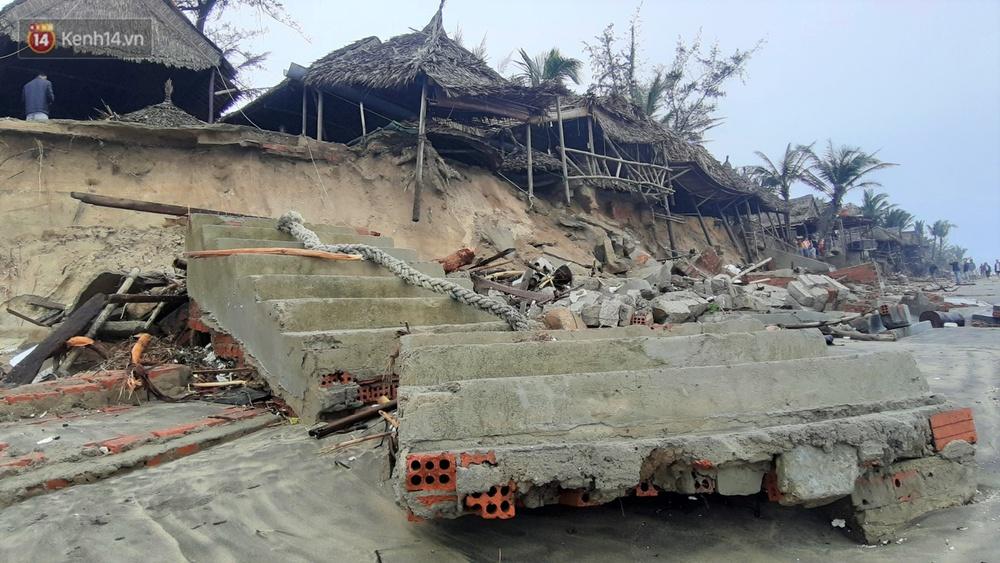 Người dân Hội An thẫn thờ nhìn bờ biển Cửa Đại, An Bàng tan hoang, hàng loạt căn nhà bị sóng biển nuốt chửng - Ảnh 17.