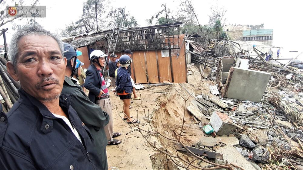 Người dân Hội An thẫn thờ nhìn bờ biển Cửa Đại, An Bàng tan hoang, hàng loạt căn nhà bị sóng biển nuốt chửng - Ảnh 8.