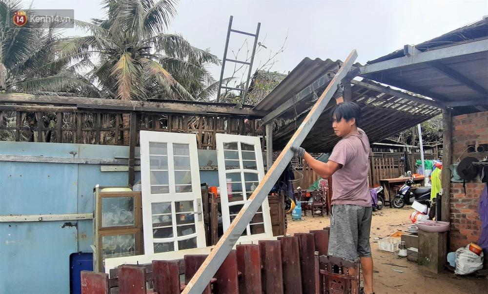 Người dân Hội An thẫn thờ nhìn bờ biển Cửa Đại, An Bàng tan hoang, hàng loạt căn nhà bị sóng biển nuốt chửng - Ảnh 6.