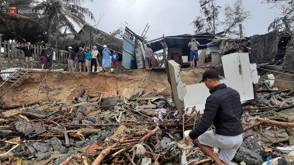 Người dân Hội An thẫn thờ nhìn bờ biển Cửa Đại, An Bàng tan hoang, hàng loạt căn nhà bị sóng biển nuốt chửng - Ảnh 15.