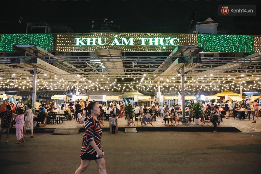 Cận cảnh phố đi bộ đêm thứ 3 vừa hoạt động thử nghiệm ở Sài Gòn - Ảnh 8.