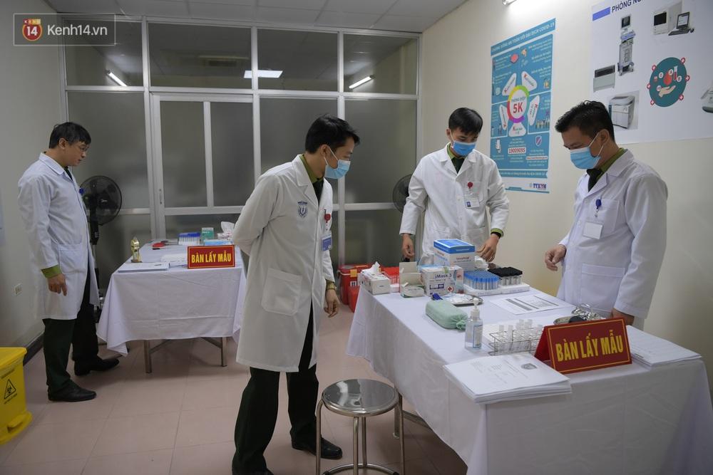 Ảnh, clip: Cận cảnh mũi tiêm vaccine Covid-19 đầu tiên trên người của Việt Nam - Ảnh 3.