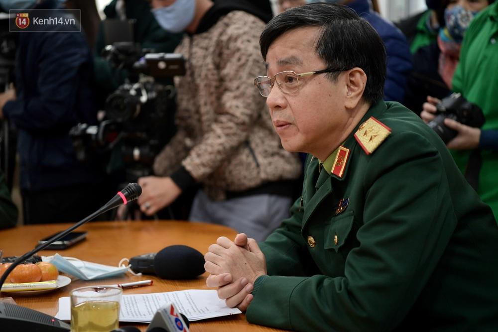 Ảnh, clip: Cận cảnh mũi tiêm vaccine Covid-19 đầu tiên trên người của Việt Nam - Ảnh 2.