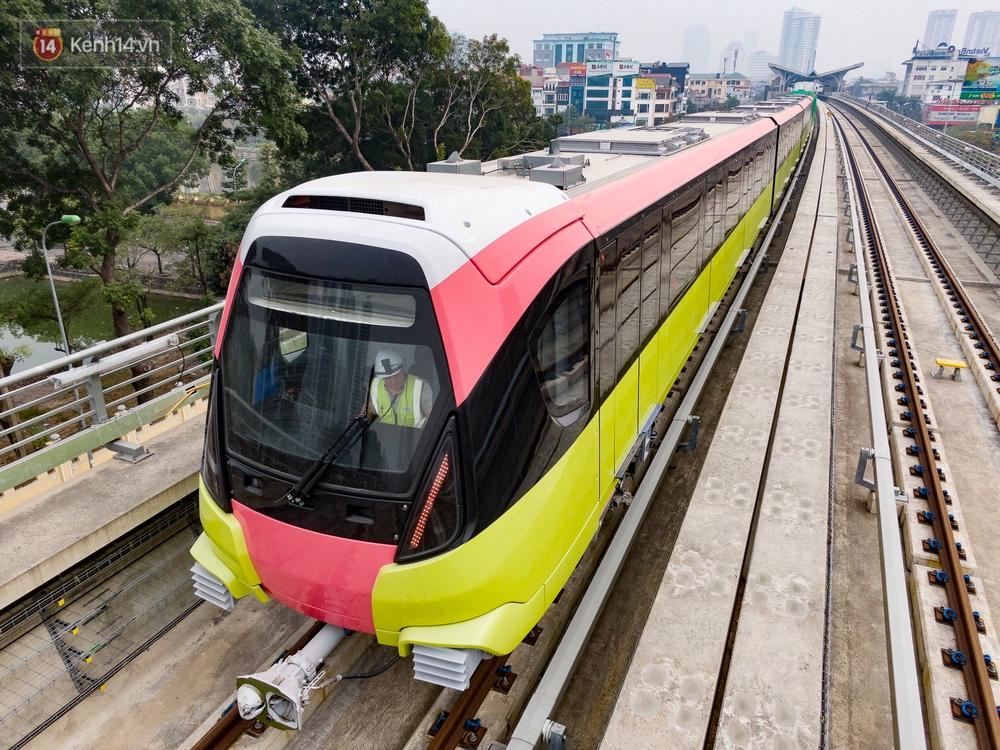 Ảnh, clip: Người Hà Nội hào hứng tham quan đoàn tàu metro đầu tiên Nhổn - ga Hà Nội - Ảnh 8.