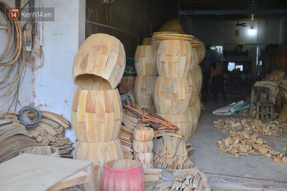 Làng nghề làm trống bằng da trâu hơn 1000 tuổi ở Hà Nam: Năm nay dịch, đơn hàng ít nhưng Tết vẫn phải thuê thêm người - Ảnh 2.