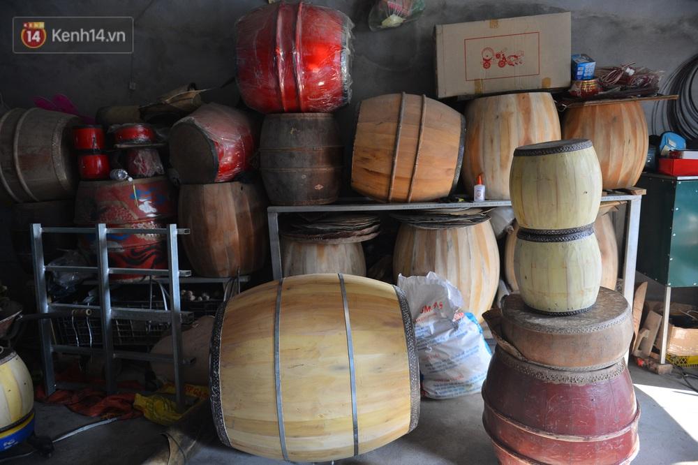 Làng nghề làm trống bằng da trâu hơn 1000 tuổi ở Hà Nam: Năm nay dịch, đơn hàng ít nhưng Tết vẫn phải thuê thêm người - Ảnh 9.
