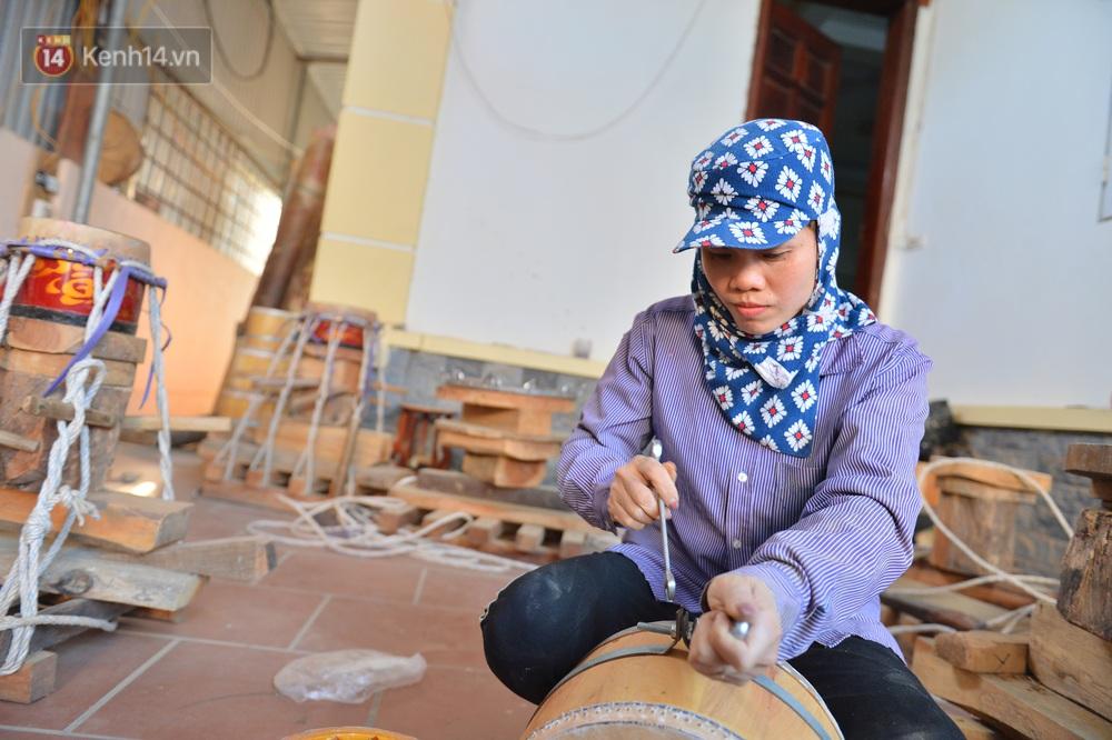 Làng nghề làm trống bằng da trâu hơn 1000 tuổi ở Hà Nam: Năm nay dịch, đơn hàng ít nhưng Tết vẫn phải thuê thêm người - Ảnh 13.