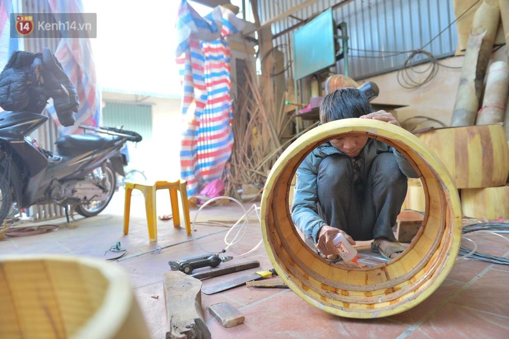 Làng nghề làm trống bằng da trâu hơn 1000 tuổi ở Hà Nam: Năm nay dịch, đơn hàng ít nhưng Tết vẫn phải thuê thêm người - Ảnh 11.