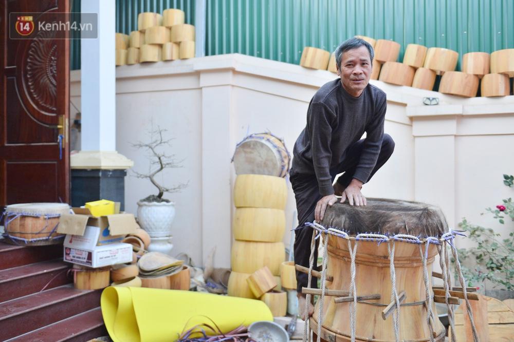 Làng nghề làm trống bằng da trâu hơn 1000 tuổi ở Hà Nam: Năm nay dịch, đơn hàng ít nhưng Tết vẫn phải thuê thêm người - Ảnh 14.