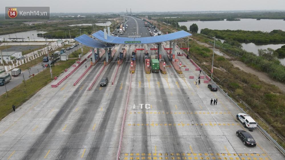 Ảnh: Hàng trăm lao động, sinh viên xếp hàng khai báo y tế ở trạm thu phí vào Quảng Ninh để về quê ăn Tết sớm - Ảnh 5.
