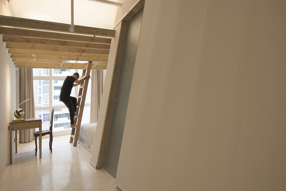 Căn hộ 125m2 có thiết kế vách nghiêng táo bạo, dù ở tầng 14 nhưng rộng thoáng không kém nhà mặt đất - Ảnh 9.