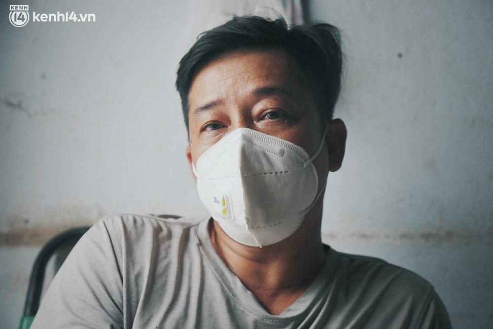 Gặp chú chủ trọ cầm xấp tiền 200.000 tặng từng người thuê ở Sài Gòn: Bà con khổ quá rồi, mình có thì giúp thôi - Ảnh 13.