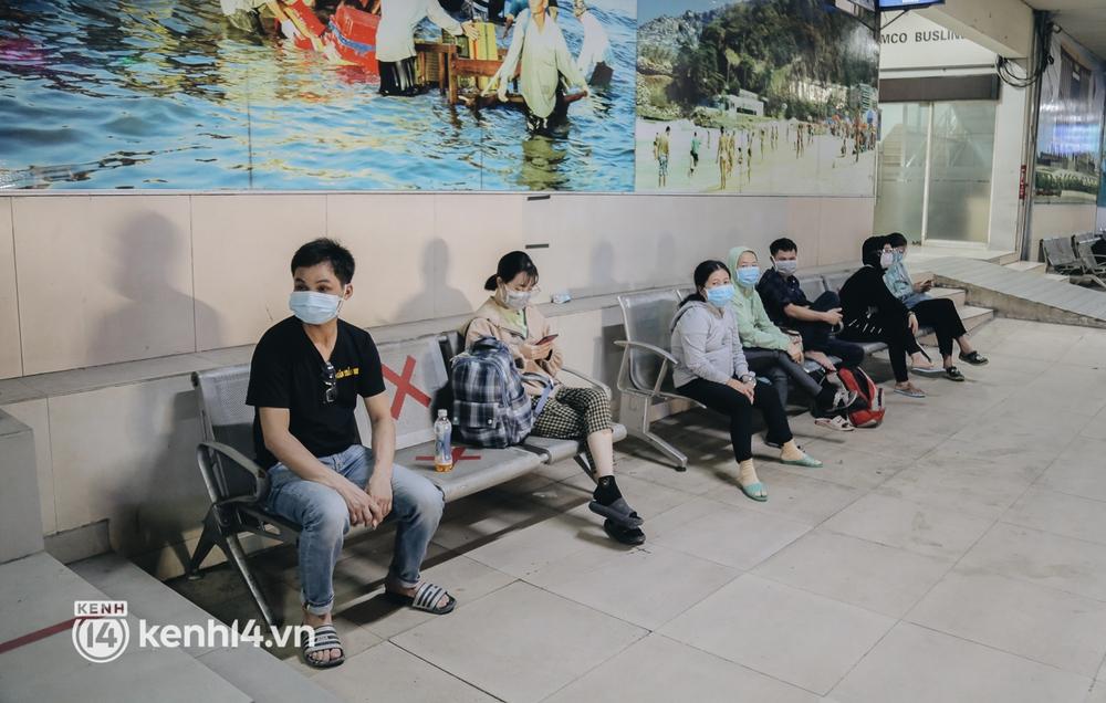 Được lên xe giường nằm trở về quê sau 4 tháng Sài Gòn giãn cách, nhiều khách háo hức cười tít mắt! - Ảnh 6.