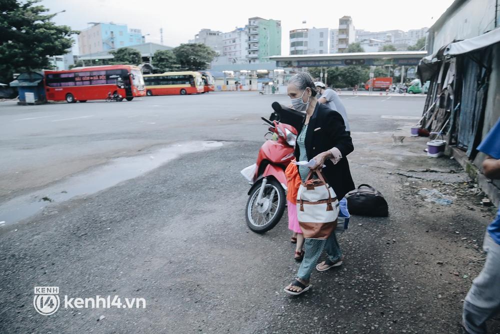 Được lên xe giường nằm trở về quê sau 4 tháng Sài Gòn giãn cách, nhiều khách háo hức cười tít mắt! - Ảnh 8.