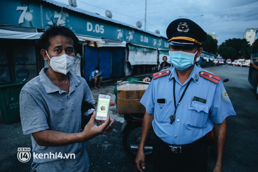 Được lên xe giường nằm trở về quê sau 4 tháng Sài Gòn giãn cách, nhiều khách háo hức cười tít mắt! - Ảnh 9.