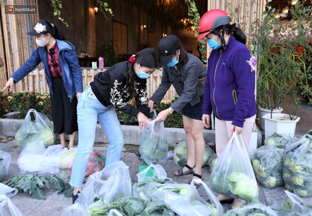 Ảnh: Người Đà Nẵng nườm nượp kéo nhau giải cứu nông sản cho nông dân Hải Dương - Ảnh 5.