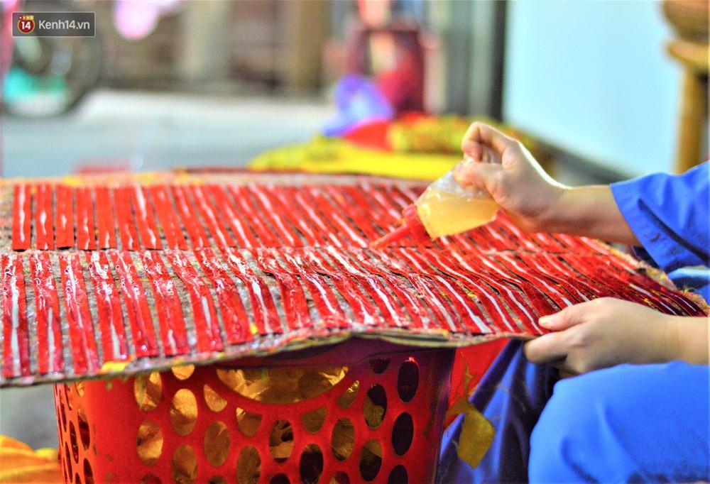 Làng làm lồng đèn truyền thống ở Hội An rộn ràng ngày giáp Tết - Ảnh 9.
