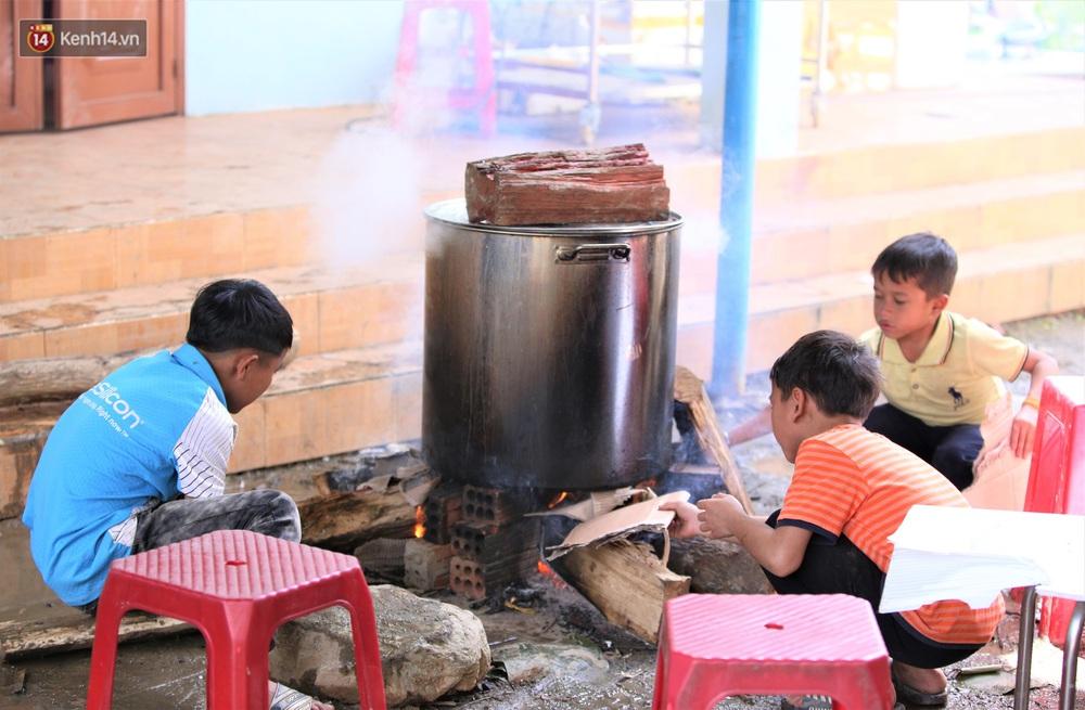 Ảnh: Thầy trò vùng sạt lở Trà Leng háo hức đỏ lửa gói bánh chưng ăn Tết - Ảnh 14.