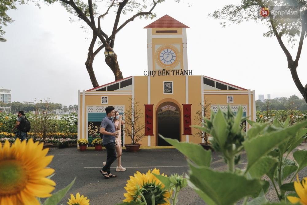 Cận cảnh đường hoa Tết Tân Sửu 2021 phong cách tối giản tại phố nhà giàu Sài Gòn - Ảnh 4.
