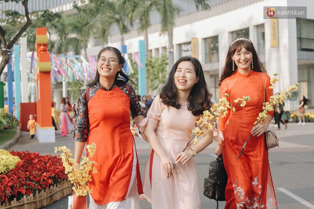 Cận cảnh đường hoa Tết Tân Sửu 2021 phong cách tối giản tại phố nhà giàu Sài Gòn - Ảnh 8.