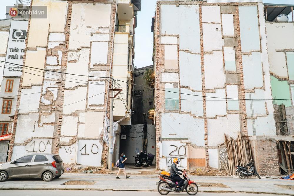 Những ngôi nhà kì dị ở Hà Nội: Nhà hẳn... 4 mặt tiền, nhà thì siêu mỏng siêu nhỏ - Ảnh 2.