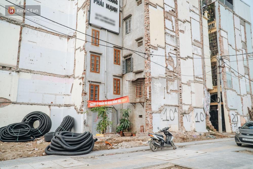Những ngôi nhà kì dị ở Hà Nội: Nhà hẳn... 4 mặt tiền, nhà thì siêu mỏng siêu nhỏ - Ảnh 3.