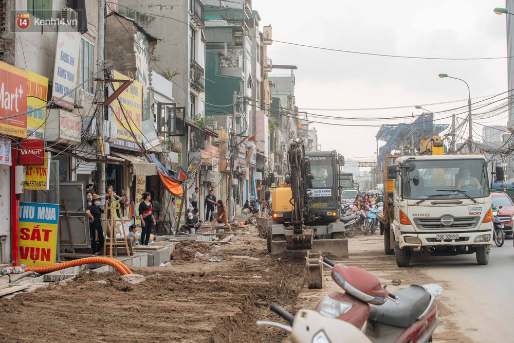 Những ngôi nhà kì dị ở Hà Nội: Nhà hẳn... 4 mặt tiền, nhà thì siêu mỏng siêu nhỏ - Ảnh 1.