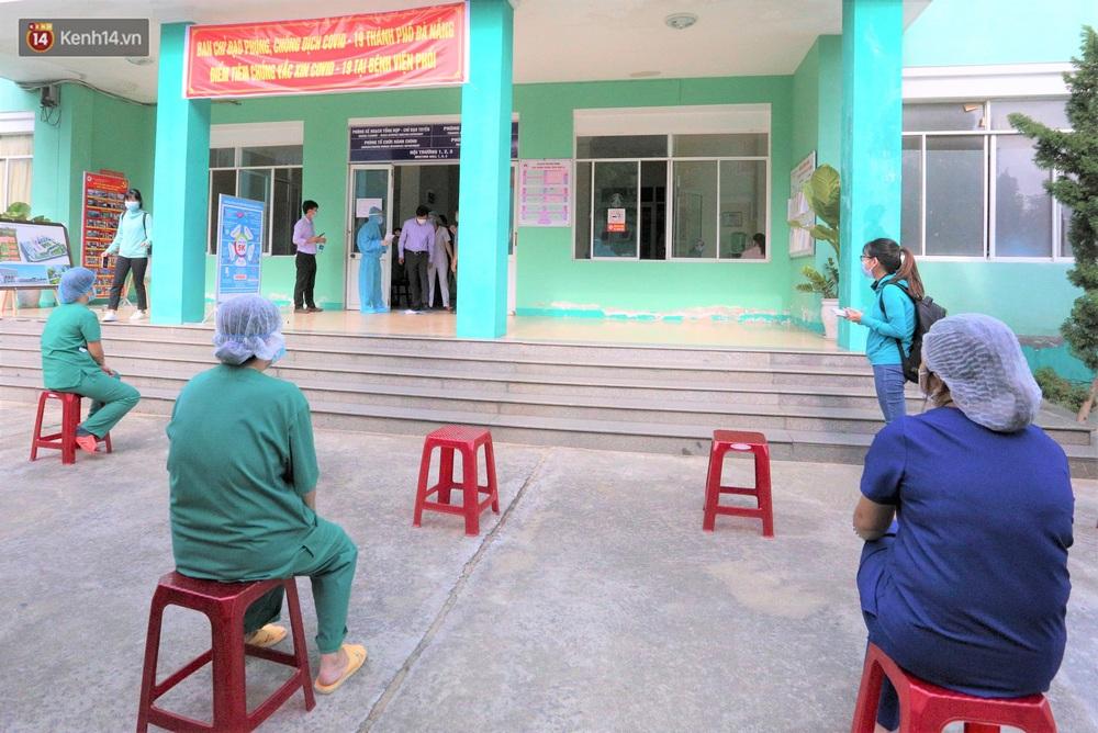 Ảnh: Những người đầu tiên ở Đà Nẵng được tiêm vắc xin Covid-19 - Ảnh 2.