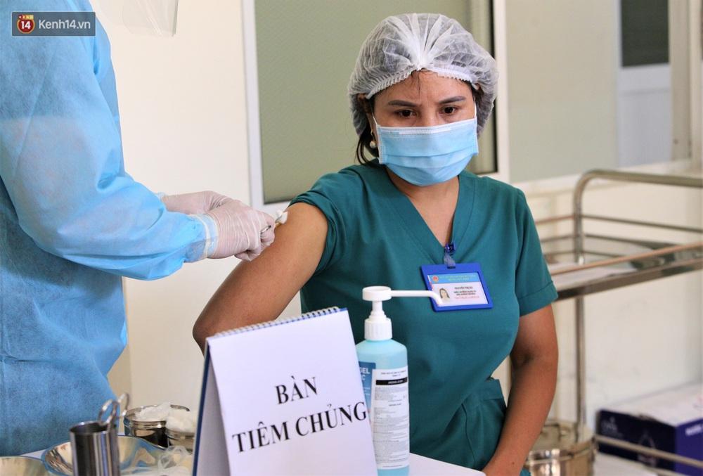 Ảnh: Những người đầu tiên ở Đà Nẵng được tiêm vắc xin Covid-19 - Ảnh 11.