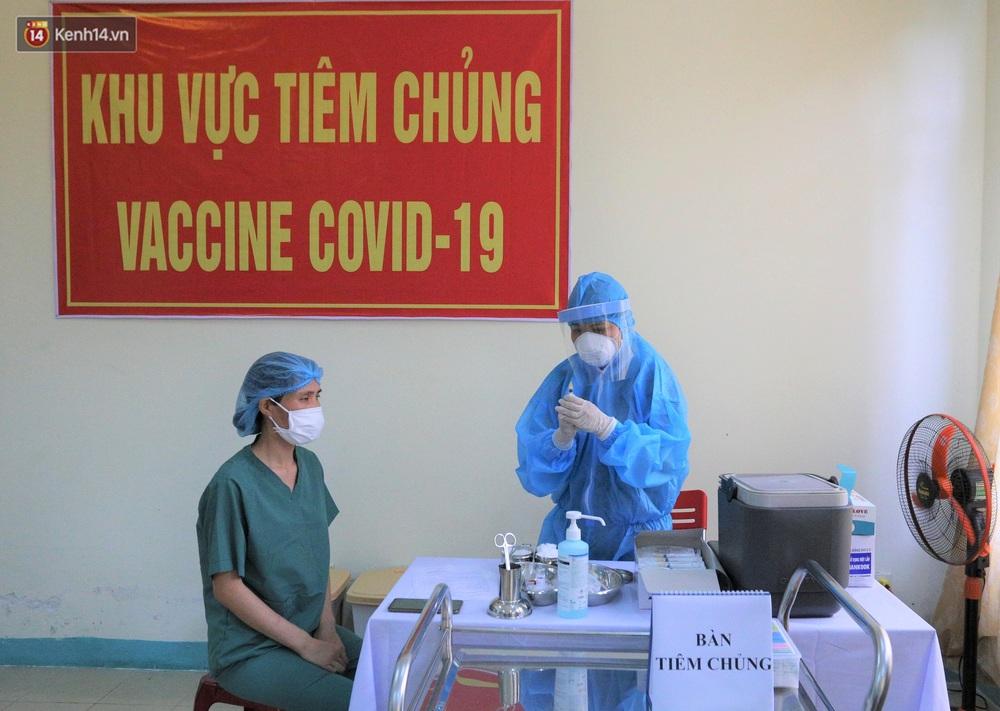 Ảnh: Những người đầu tiên ở Đà Nẵng được tiêm vắc xin Covid-19 - Ảnh 4.