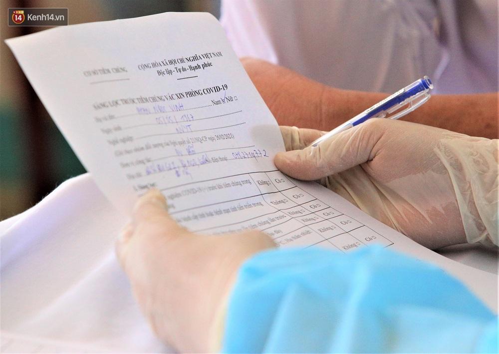 Ảnh: Những người đầu tiên ở Đà Nẵng được tiêm vắc xin Covid-19 - Ảnh 8.