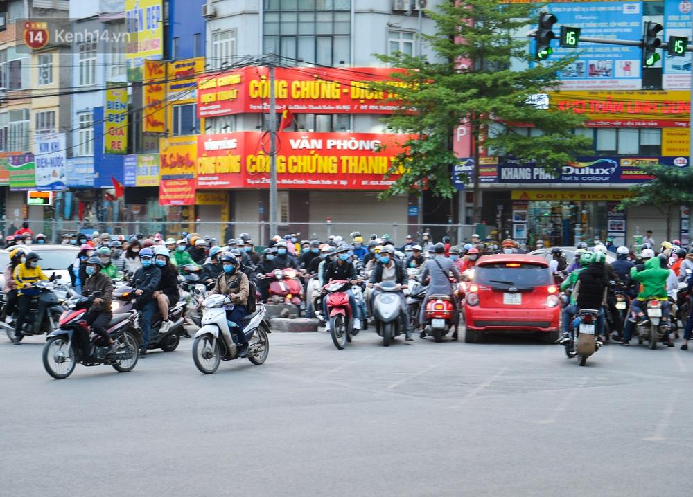 Ảnh: Hàng trăm phương tiện đi ngược chiều vội quay xe khi gặp CSGT - Ảnh 9.