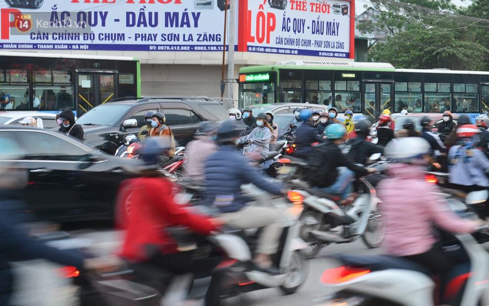 Ảnh: Hàng trăm phương tiện đi ngược chiều vội quay xe khi gặp CSGT - Ảnh 5.