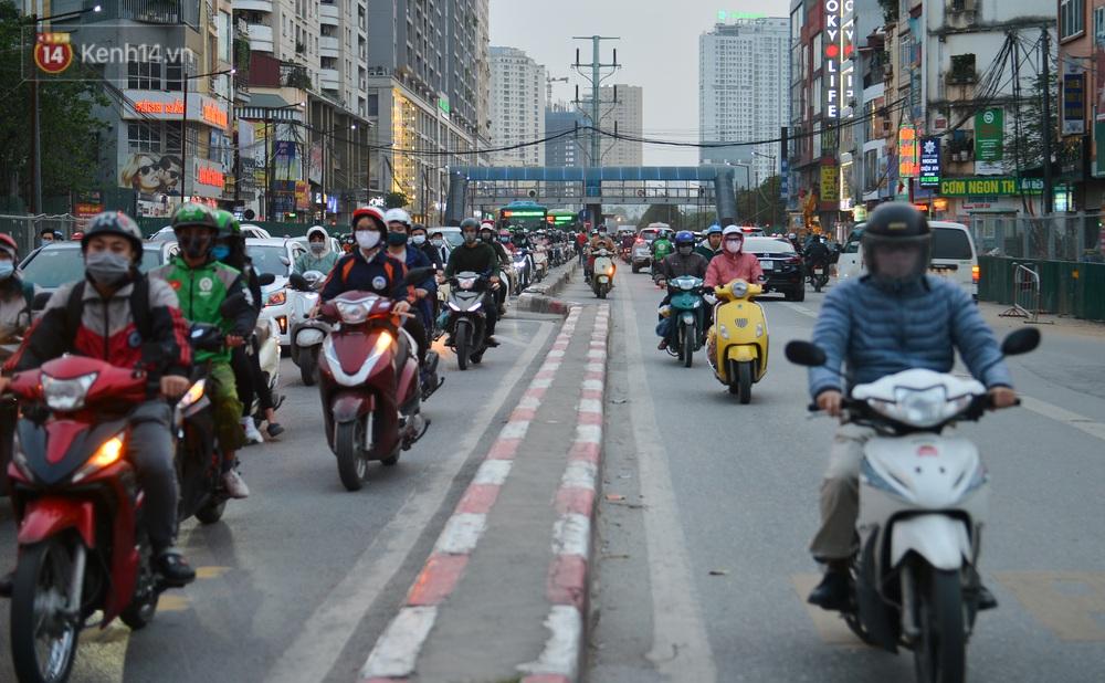 Ảnh: Hàng trăm phương tiện đi ngược chiều vội quay xe khi gặp CSGT - Ảnh 4.