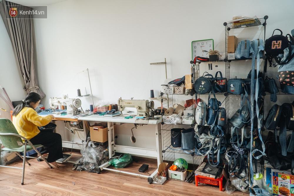 Người phụ nữ Hà Nội vượt mặc cảm bệnh tật, nghỉ việc công ty, chế tạo túi xách từ quần jeans cũ - Ảnh 2.