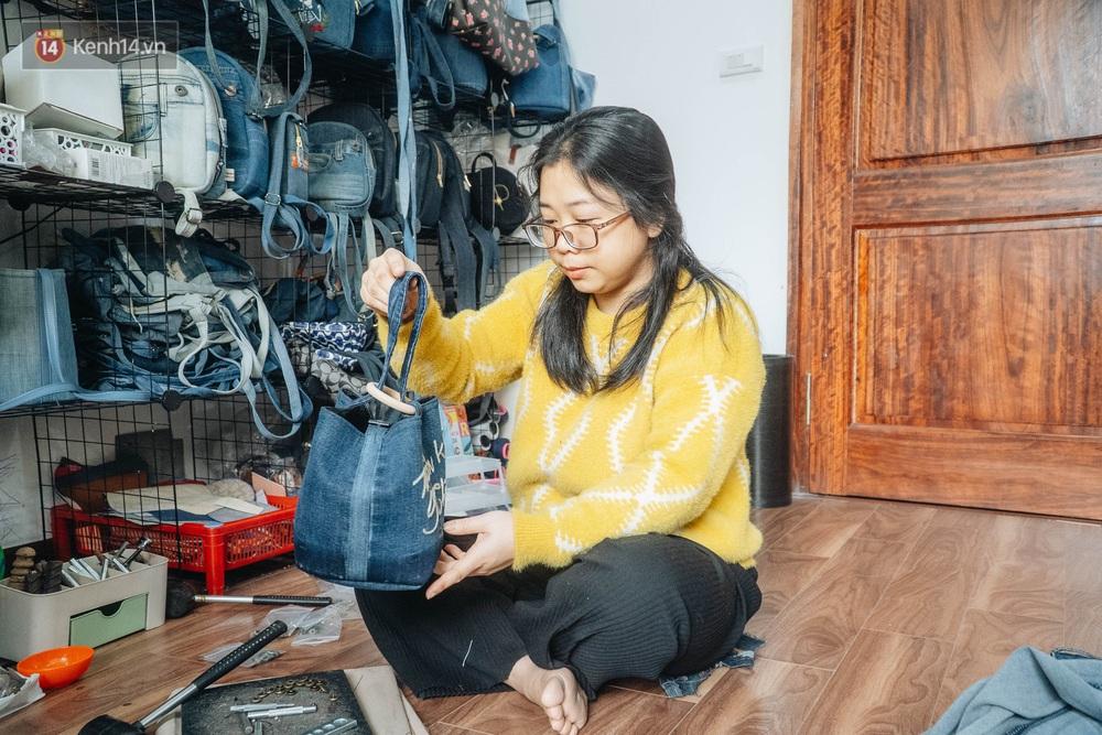 Người phụ nữ Hà Nội vượt mặc cảm bệnh tật, nghỉ việc công ty, chế tạo túi xách từ quần jeans cũ - Ảnh 10.