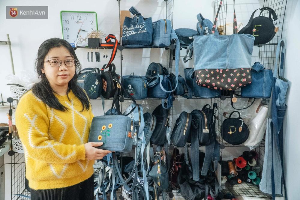 Người phụ nữ Hà Nội vượt mặc cảm bệnh tật, nghỉ việc công ty, chế tạo túi xách từ quần jeans cũ - Ảnh 4.