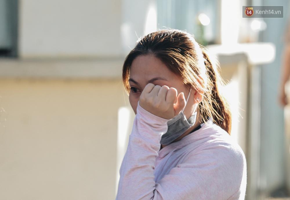 Chùm ảnh: Những người mẹ ở TP.HCM bật khóc nghẹn ngào tiễn con lên đường nhập ngũ - Ảnh 7.